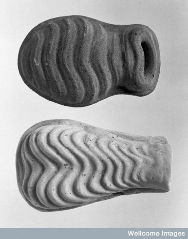 L0009877 Roman offerings: models of uterus.