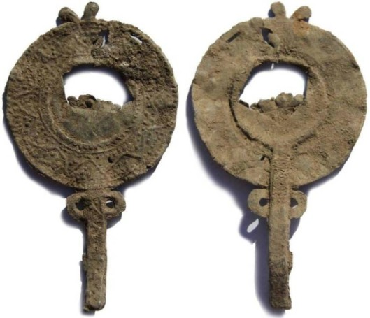 Miniature mirrors: votive or apotropaic (or both)? | The Votives Project